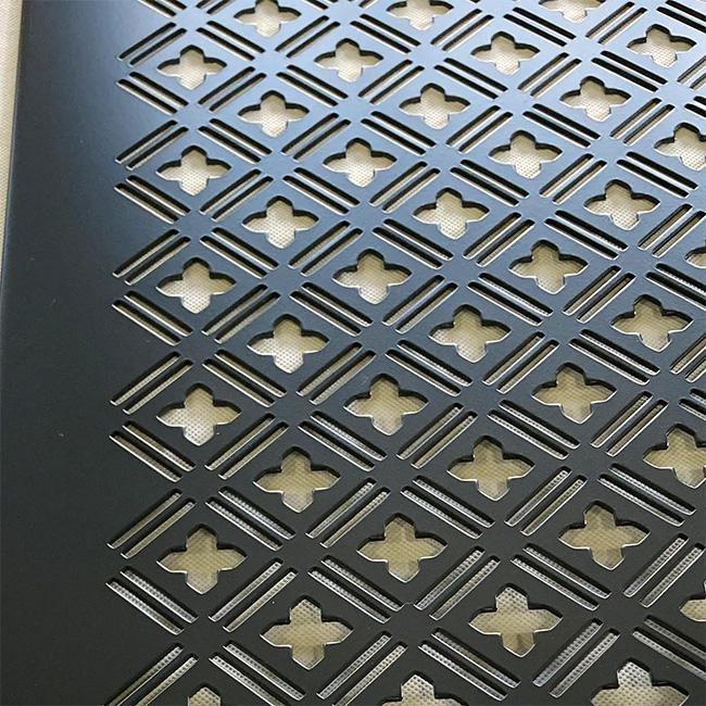 パンチングメタルの機能にデザイン性をプラスした内外装パネル(デザインパンチング No. 5040)