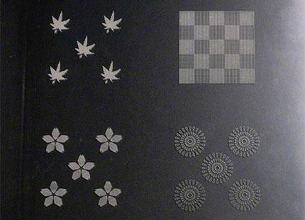 樹脂板への4種の柄の孔あけ加工