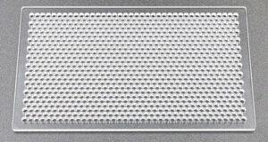 樹脂パンチングの加工例(アクリル板への挟ピッチの孔あけ加工)